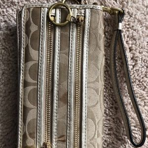 Coach poppy signature fabric gold wallet